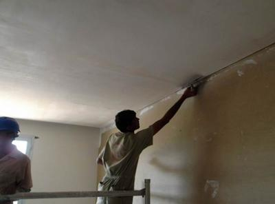 Holiday Inn gets ceilings to look up to