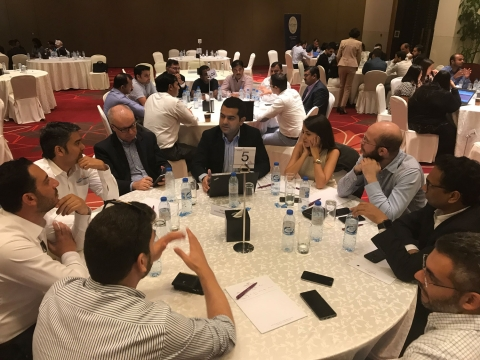 Table-discussion-transform-and-grow-event-saint-gobain